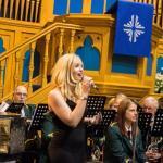 Amy Hawthorn sings